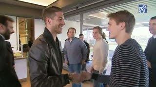 Ödegaards första dag i Real - mötte Ancelotti, Ramos och pressen - TV4 Sport