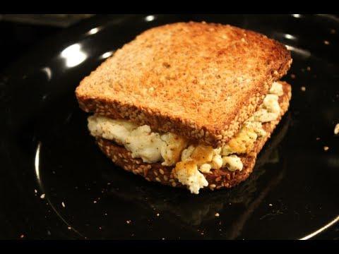 5 Minute Bodybuilding Breakfast: Egg White, Salsa, & Cheese Breakfast Sandwich