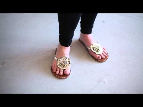 How to Buy Sandals for Extra Comfort : Maternity Fashion Tips