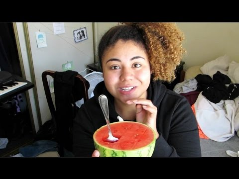 Eat Breakfast With Me: Watermelon and Pineapple Oatmeal