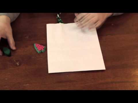 Simple Christmas Decorations for a White Paper Bag : Decorative Crafts for All!