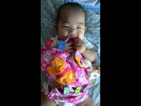 Baby loves hee taggies blanket (장난감이 좋아요)
