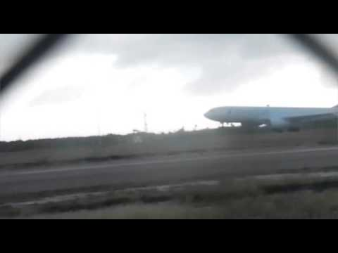 American Airlines A330-200 landing and take-off Aruba Airport