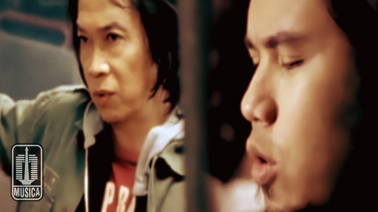 Chrisye & Ahmad Dhani - Jika Surga dan Neraka Tak Pernah Ada (Official Music Video)