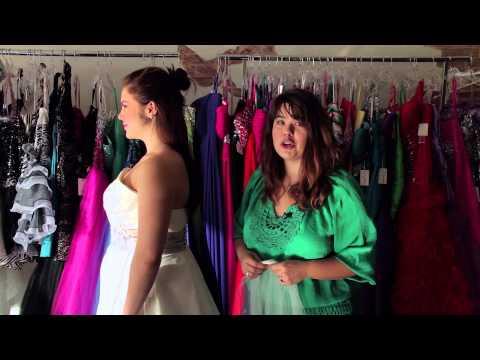 Attaching a Veil to a Half-Up Hairdo : Bridal Fashion Tips