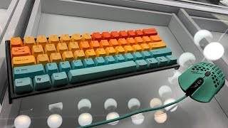 Ducky One 2 Mini With Hawaii keycap set and Rubber 18 Key set! Unboxing and installation!