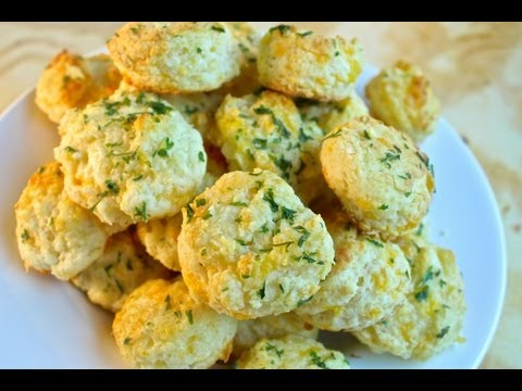 How To Make Red Lobster's Cheddar Bay Biscuits