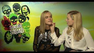 Cara Delevingne kissed a pen! Suicide Squad Interview Cara Delevingne & Margot Robbie