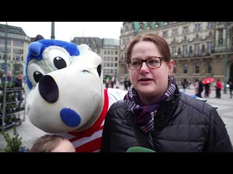 Vor Spiel gegen Berlin: HSV-Dino mobilisiert Fans vor dem Rathaus