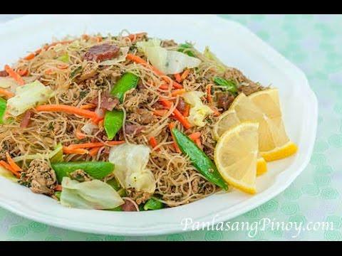 Pancit Bihon Guisado (Filipino Rice Noodle)