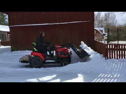 Clearing snow with the Simplicity Legacy front end loader.