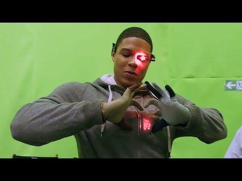 Cyborg Suit 'Justice League' Featurette [+Subtitles]