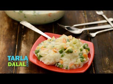 सब्जियों के साथ चीज़ बेक्ड चावल (Cheesy Baked Rice with Vegetables) by Tarla Dalal