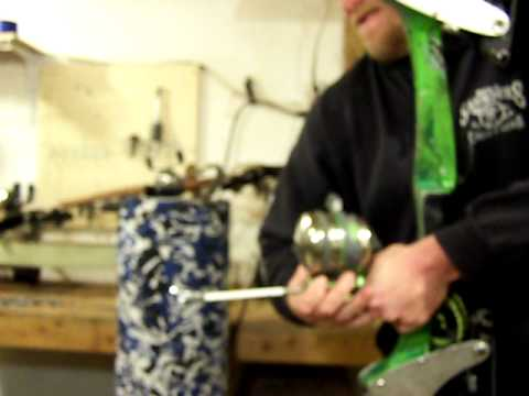 Changing out a spinning reel on a bowfishing reel seat....MOV