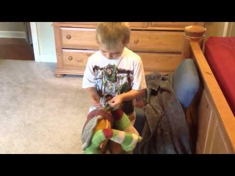 Elliot Reviews: TMNT Pillow