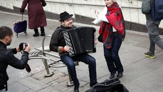 Download Russian famous accordion player earned more playing in metro than American famous violinist! (БАЯН!)