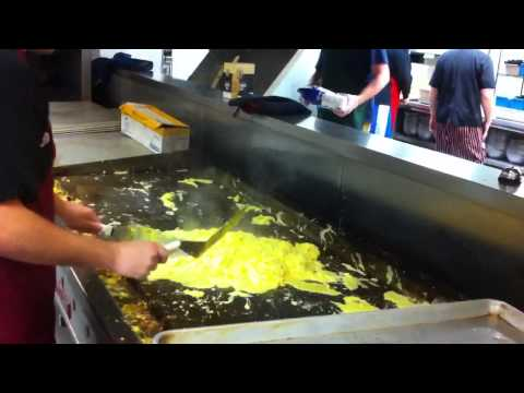 Cooking scrambled eggs for 500