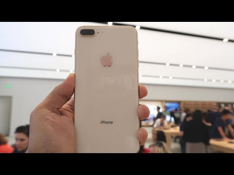 Apple iPhone 8 Plus - Buying Experience In A US Apple Store