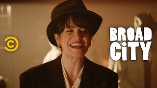 Broad City - Exclusive - Meet Abbi