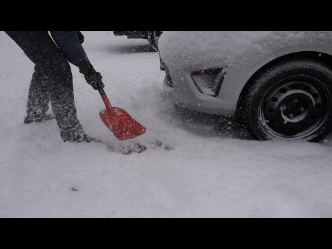 AAA Sport Utilitly Snow Shovel for Car Test & Review - Emergency Shovel