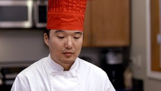 heartbreaking hibachi chef tries to make meal on a regular table