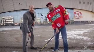 Cesaro wagt sich mit Düsseldorfer Eishockey Profi aufs Eis