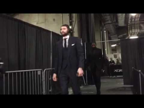 Cavaliers arrive at Oracle Arena for Game 7
