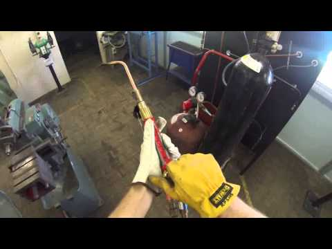 Lighting and extinguishing an oxy acetylene torch
