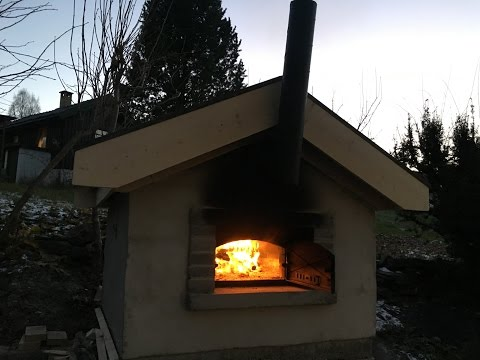 Building wood fired baking and pizza oven