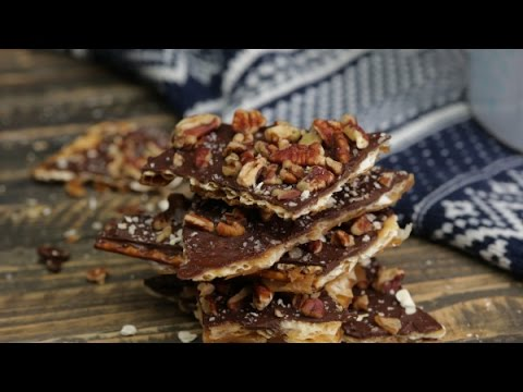 how to make matzo crack, saltine chocolate toffee, crack dessert recipe, recipe crack,cracker toffee
