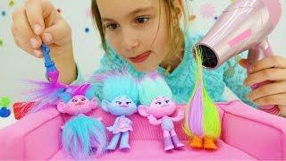 Download Детское видео. Игрушки из мультика Тролли в салоне красоты Video