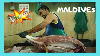 Cleaning a 50Kg tuna at the fish market in Malé, The Maldives! Here