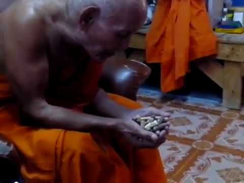 Miracle (6): Incredible! Palad Khik Tremble While LP Non is Blessing
