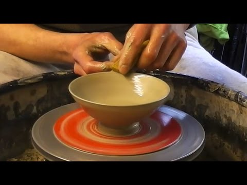 How to Make some Easy Simple Small Pottery Ceramic Bowls on the Wheel.