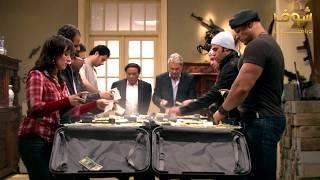 لحظة المواجهة بين عادل إمام وفرقته والمخابرات الأميركية - فرقة ناجي عطاالله