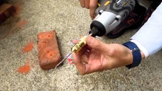尚溢五金(1/8 一分鑽頭)鑽兼鎖(3mm鑽鎖組)引孔鎖螺絲一次完成--鑽兼鎖搭配水泥粗牙螺絲施工影片(鑽孔後直接鎖螺絲)不需塑膠塞子-如重物請另外用金屬壁虎安裝喔!