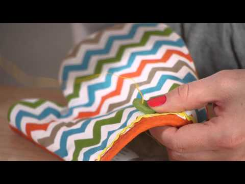 How to Decorate Oven Mitts : Household Decorations