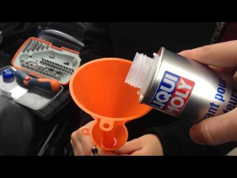 How to clean your motorcycle carburetor without remouving it / Nettoyer le carbu moto au Liqui Moly