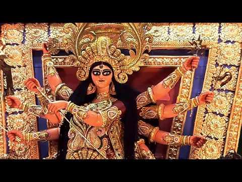 College Square Durga Puja 2017 - Traditional gorgeous Devi Durga