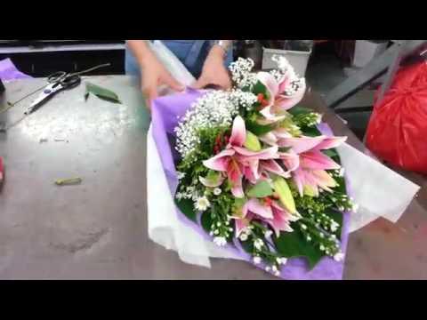 Florist Singapore  How to make Lily Hand Bouquet  Best Singapore Florist
