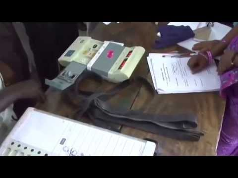 Tamil Nadu Election 2014 Polling Mechine Repair in Thiruvarur Election Booth