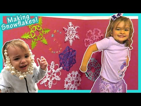 MAKING PAPER SNOWFLAKES | easy tutorial