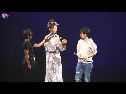 Ella挺5月孕肚力挺姐妹 田馥甄演唱會敲木魚變法會