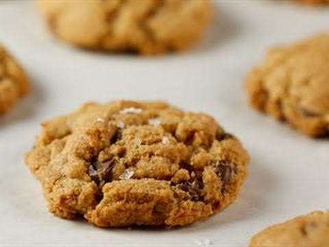 Try the Chocolate Chip Cookie Recipe Rachael Ray Can't Stop Raving About