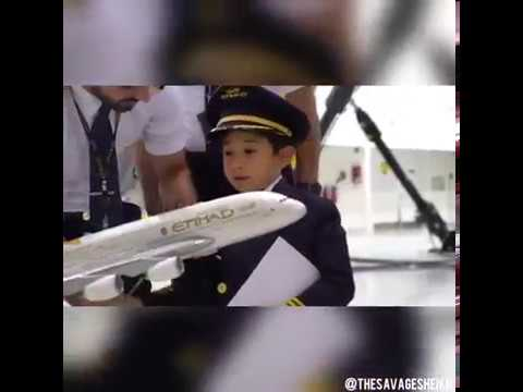 6 years old kid tells the pilot how to fly a plane!!!! 😱😱