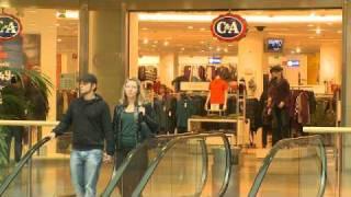 """Die Köln Arcaden haben die ehemals """"falsche"""" zur einzig wahren Rheinseite von Köln gemacht. Seit dem Bau des Shoppingcenters haben sich viele verschiedene Dienstleister, Wohnmöglichkeiten und Büros im nahen Umfeld angesiedelt. Die Köln Arcaden bieten optimales Einkaufserlebnis mitten in einem pulsierenden Umfeld."""
