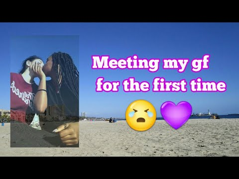 Meeting my girlfriend for the first time / lesbian couple