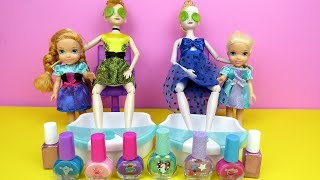 Spa ! Elsa and Anna toddlers at beauty salon -  Barbie is hair stylist - nails painting - shopping
