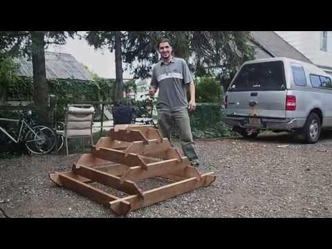 A Square Corner Pyramid Planter Assembly