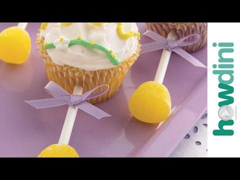 Baby shower cupcake decorating ideas: Baby cupcake rattles